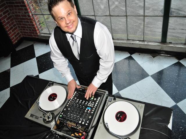 DJ Henry GQ - Christmas DJ in Erie